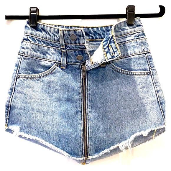CarMar denim skirt s23, 2 button full-zip in front